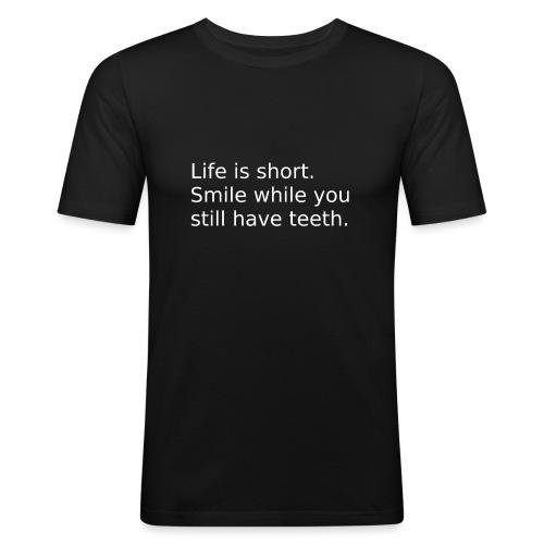 Das Leben ist kurz. Lächle. - Männer Slim Fit T-Shirt
