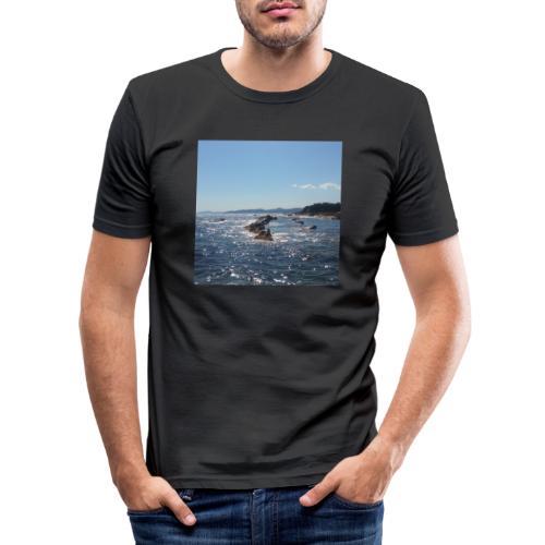 Mer avec roches - T-shirt près du corps Homme