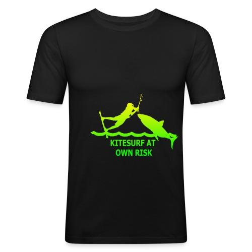 kitesurfatownriskslogangreen - Männer Slim Fit T-Shirt