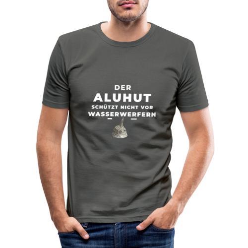 Aluhut und Wasserwerfer - Männer Slim Fit T-Shirt