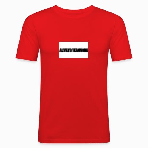 at team - Mannen slim fit T-shirt