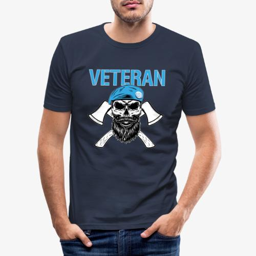 Veteran - Dödskalle med blå basker och yxor - Slim Fit T-shirt herr