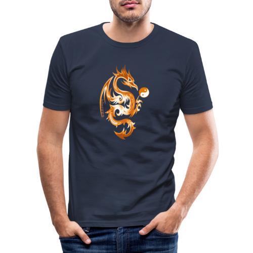 Der Drache spielt mit der Energie des Lebens. - Männer Slim Fit T-Shirt
