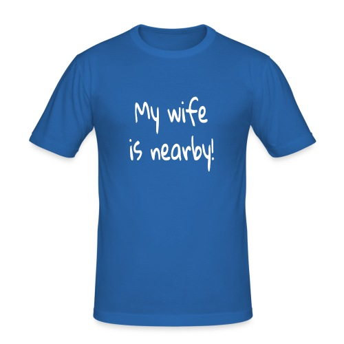 my wife is nearby - Männer Slim Fit T-Shirt