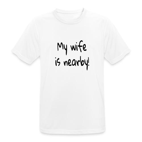 my wife is nearby - Männer T-Shirt atmungsaktiv
