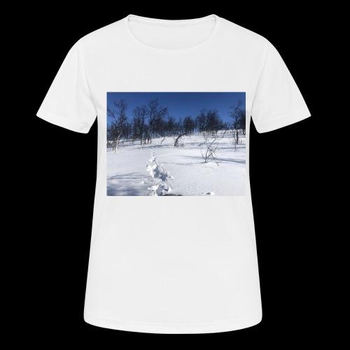 Fin natur - Pustende T-skjorte for kvinner