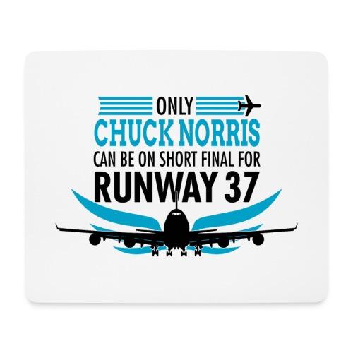 Tylko Chuck Norris ląduje na pasie startowym 37 - Podkładka pod myszkę (orientacja pozioma)