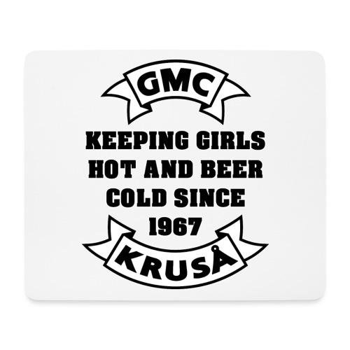 GMC HOLDING GIRLS HOT - Mousepad (bredformat)